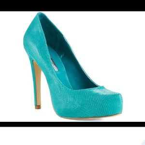 BCBGeneration 💙 PARADE Leather Pump in Blue